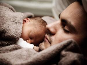 Neugeborenes anmelden und Krankenkasse abschliessen